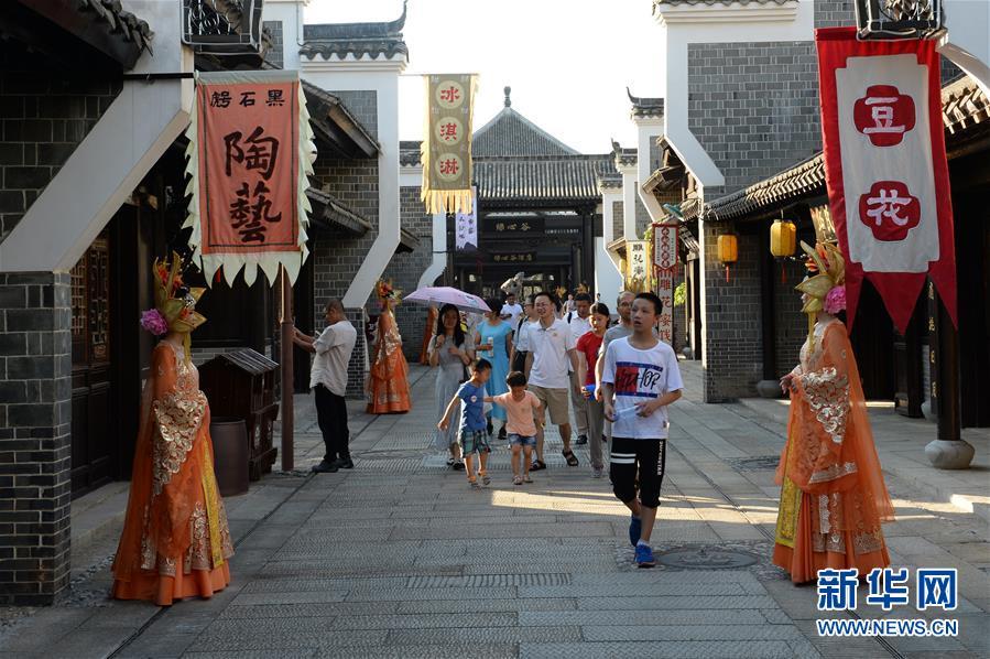 (社会)(2)长沙:铜官草市开街运营
