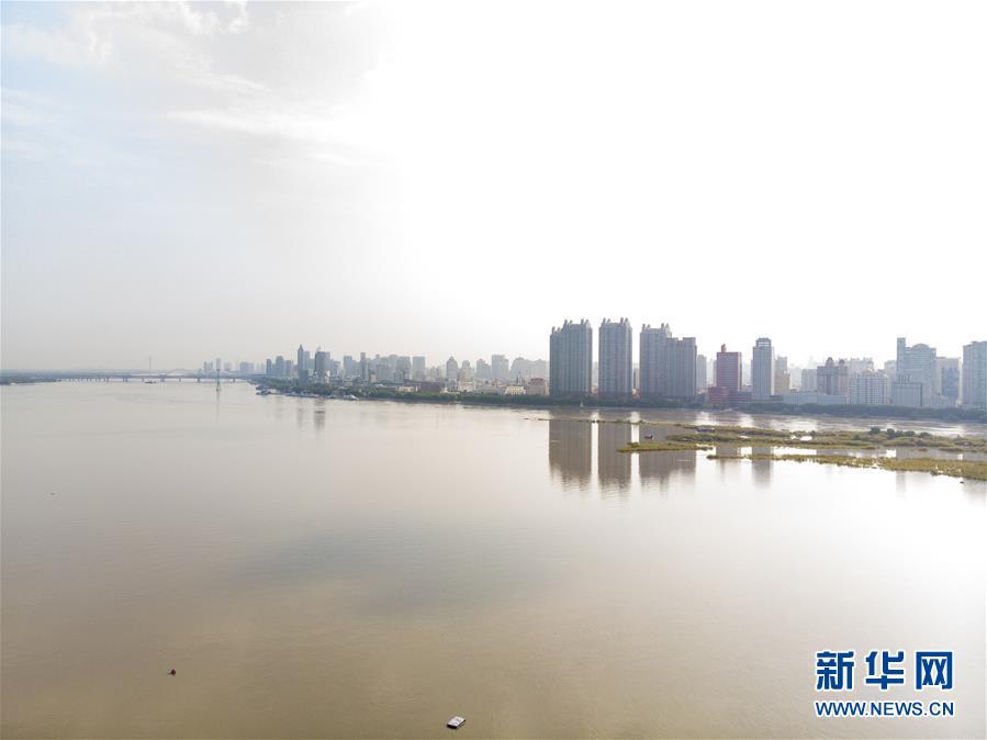 (防汛抗洪)(1)松花江干流洪峰通过哈尔滨段