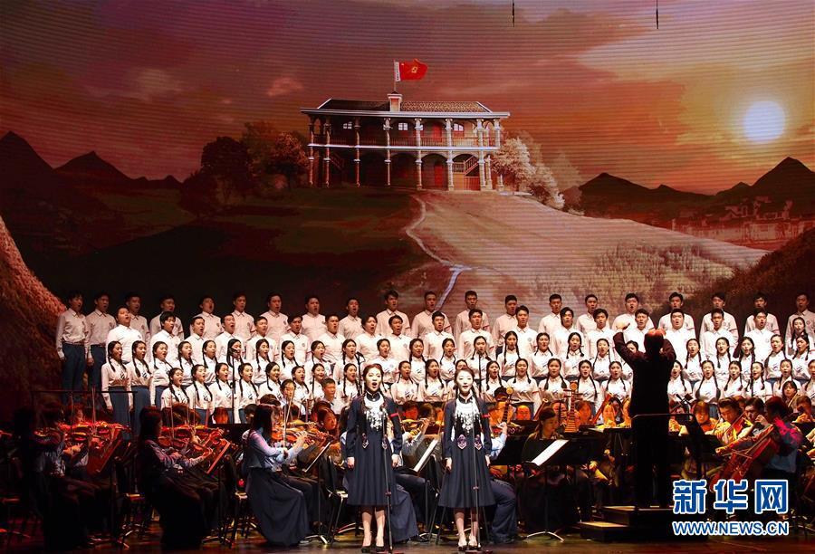 """(文化)(1)上海音乐学院""""青春版""""《长征组歌》在沪首演"""