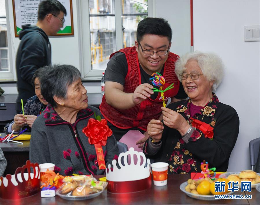 (社会)(1)浙江慈溪:耄耋老人集体生日迎重阳