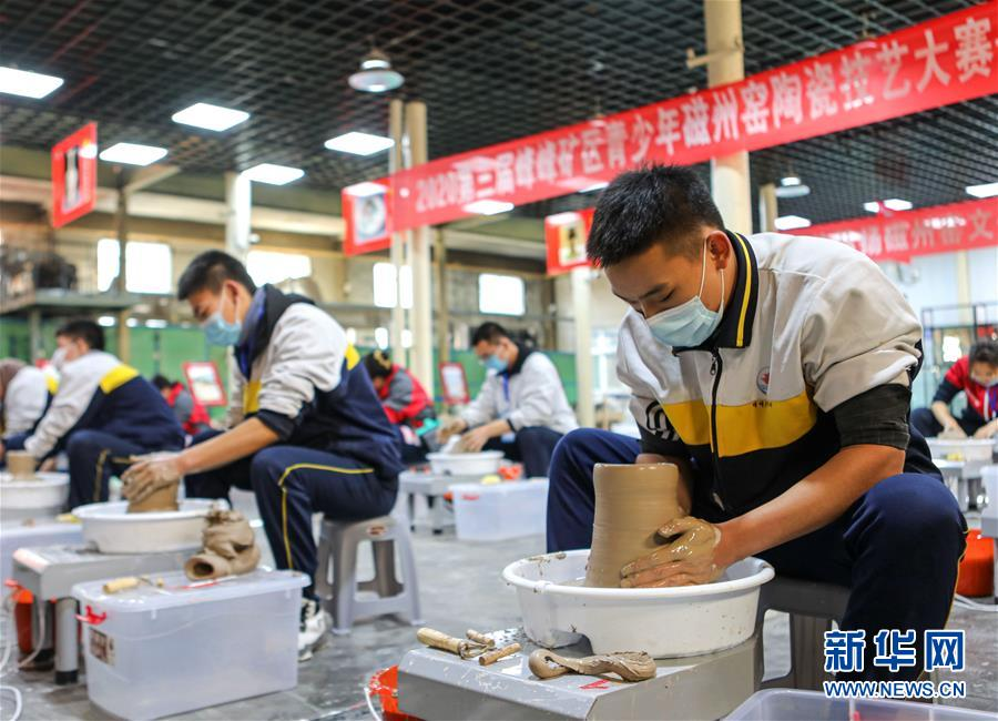 (社会)(1)河北邯郸:青少年比拼陶瓷技艺