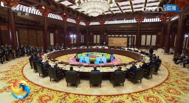 图为圆桌峰会现场。