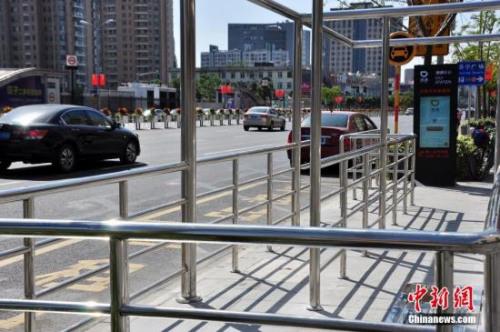 资料图:在北京部分地区,滴滴设立了站牌。<a target='_blank' href='http://www.chinanews.com/' _fcksavedurl='http://www.chinanews.com/'></table><p align=