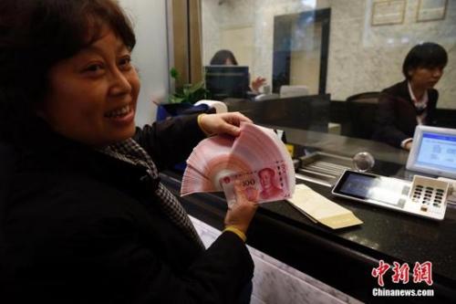 今年继续提高退休人员基本养老金。(资料图) 中新社记者 张浩 摄