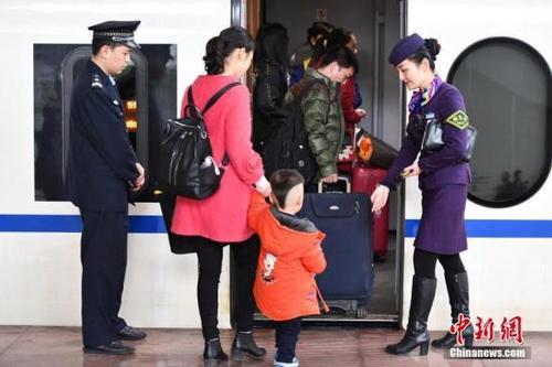 高铁迎第一次跨省调价避开高峰时段可降低出行成本