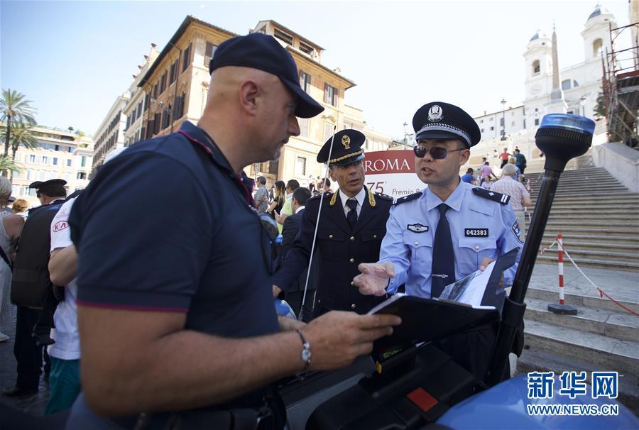 (国际)(3)中国意大利两国警方在意开展警务联合巡逻