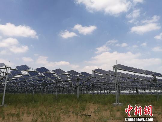 """通讯:踏访中国第七大沙漠中的""""太阳谷"""""""