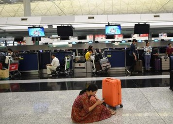(图文互动)(2)受非法集会影响 香港国际机场再度严重受阻
