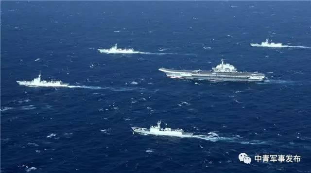 解放军海军航母编队在远海大洋乘风破浪.(图片来源:中青在线)