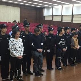 """江苏无锡公开宣判""""医托""""诈骗系列案35人被判刑"""