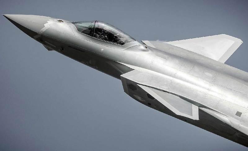 高清:歼-20细节特征展示五代机本色