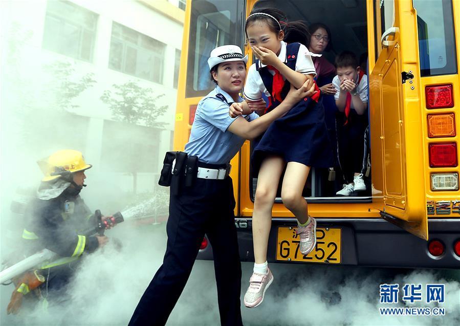 (教育)(1)学安全知识 守交通法规