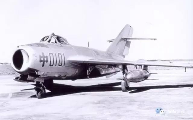 沈阳飞机厂试制成功中国第一架喷气式歼击机歼-5