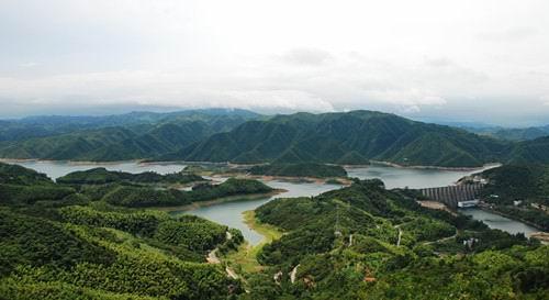 人文旅游梅山水库坝址在六安市金寨县梅山镇大小梅山之间.
