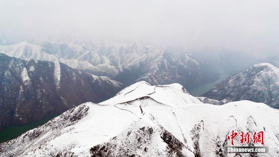 航拍黄土高原 雪色满原