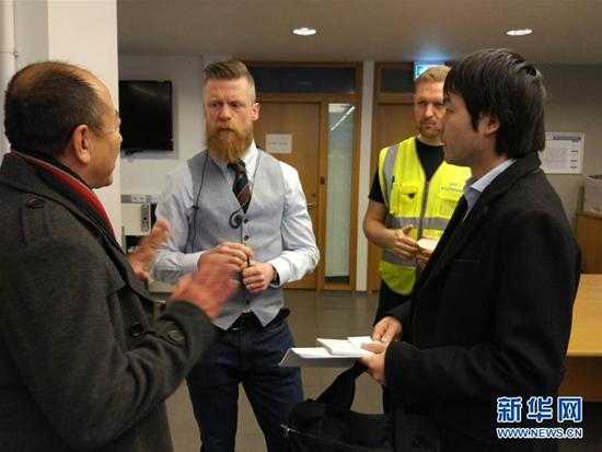 载有中国游客大巴在冰岛发生车祸致1死多伤