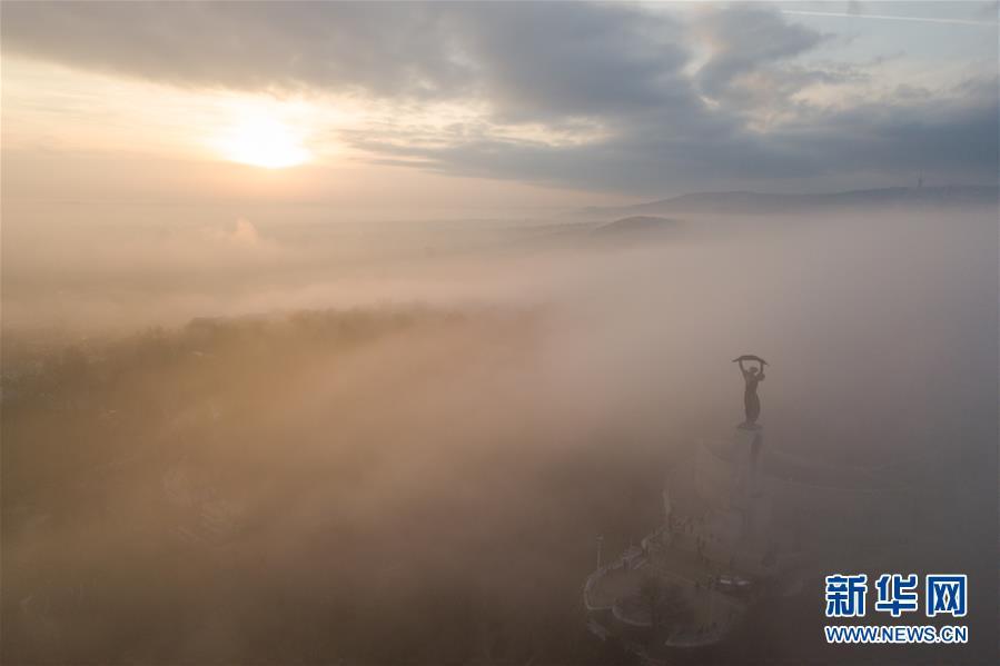 (国际)(1)大雾笼罩布达佩斯