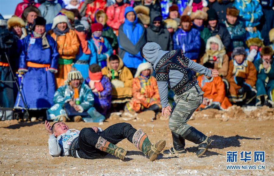 (社会)(3)冰雪草原上的骆驼文化节
