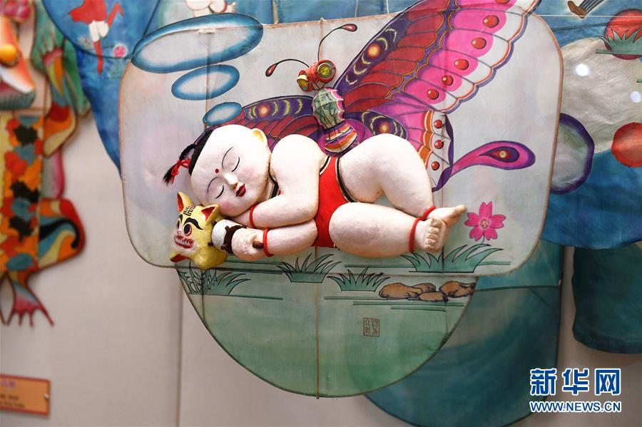 (新华网)(2)山东潍坊:风筝博物馆引游人