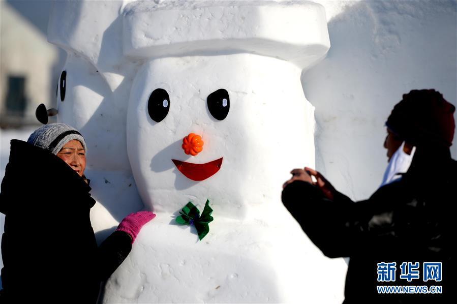 (社会)(5)2018个雪人亮相哈尔滨