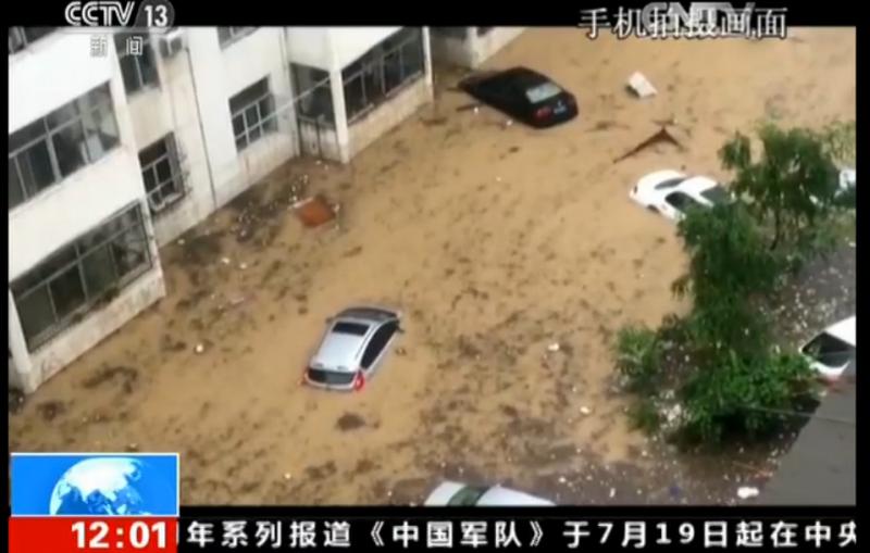 7月26日,受强降雨影响,陕西省榆林市子洲县城大面积积水。