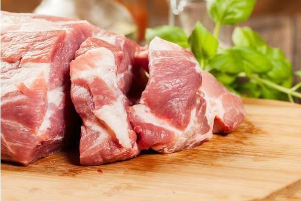 牛肉鲜红或暗红:如猪肉,深色,色泽等,称为糕点肉或红肉.羊肉没有图片