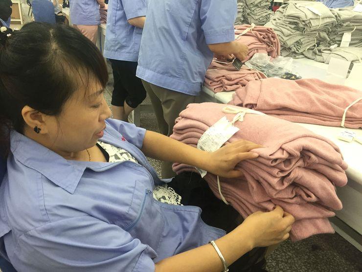 壮美内蒙古 亮丽风景线羊绒衫能够温暖全世界?这个企业做到了!