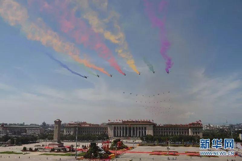 纪念抗日战争胜利70周年阅兵   空中梯队共有 18型近200架飞机