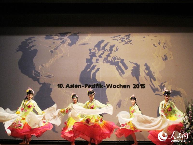 中国古典舞蹈迎来观众掌声。记者 冯雪珺摄