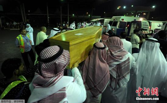 当地时间1月2日,沙特吉达,土耳其夜总会恐袭沙特遇难者遗体运抵回国。