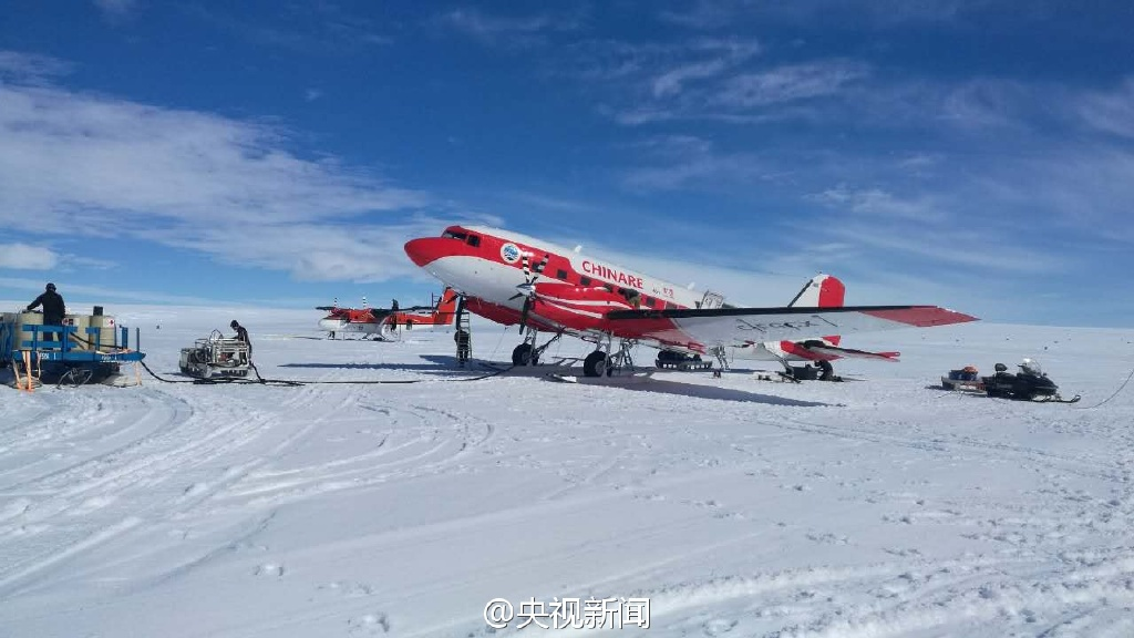 中国飞机首降南极冰盖之巅