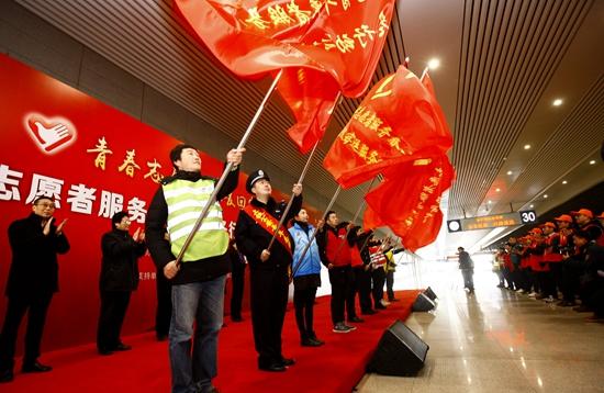 十二万青年志愿者服务春运 暖冬行动