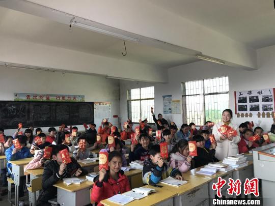 """湖南桂阳县一老师给学生发开学""""专属红包""""(图)"""