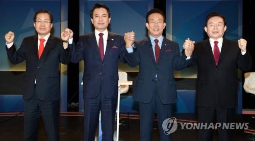 左一为党内选情一马当先的洪准杓。(图片来源:韩联社)