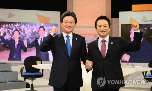 左一为刘承旼。(图片来源:韩联社)