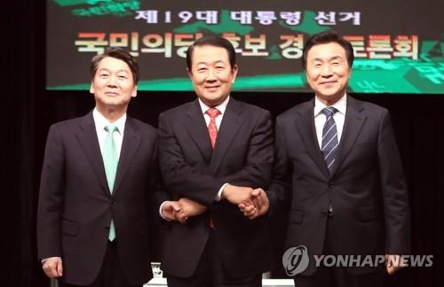 左一为党内选情领先的安哲秀。(图片来源:韩联社)