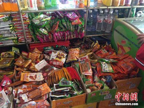 """北京五大批发市场清退""""五毛食品""""两企业停业整改"""