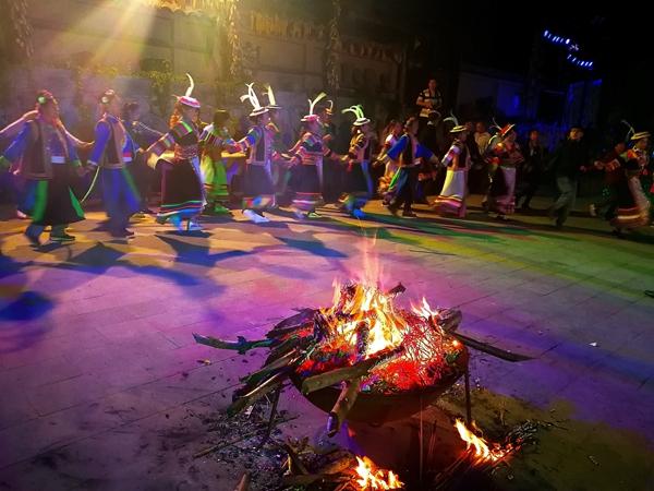 """白马藏族:""""东亚最古老的部族""""渐成旅游热点"""