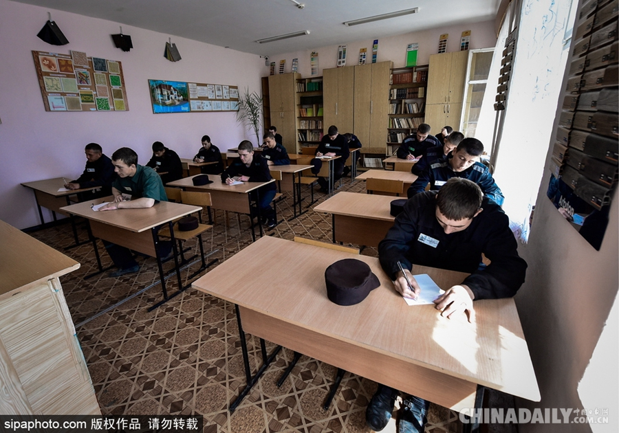 服刑改造也考试 俄罗斯监狱夜校举行期末大考