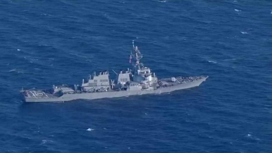 美军舰与货轮相撞细节:宙斯盾雷达变形 舰长重伤
