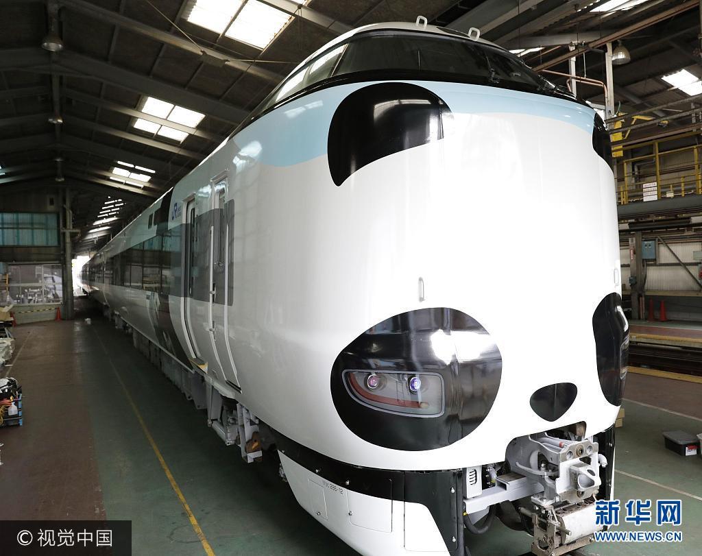 日本铁路公司推出熊猫版特快列车 造型呆萌