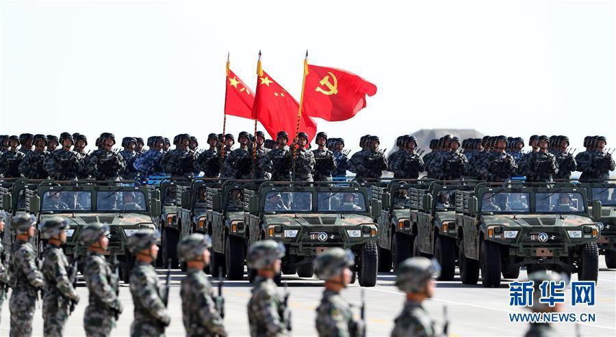这是护旗方队。新华社记者 王晔 摄