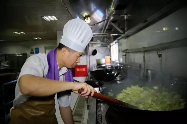 嘉兴有个炊事班 一年要喂166万张嘴!