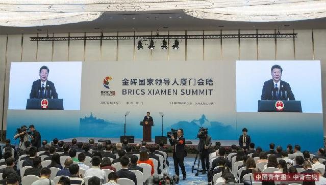 9月5日中午,国家主席习近平在厦门举行中外记者会,全面介绍金砖国家领导人厦门会晤成果。中国青年报·中青在线记者 郑萍萍/摄