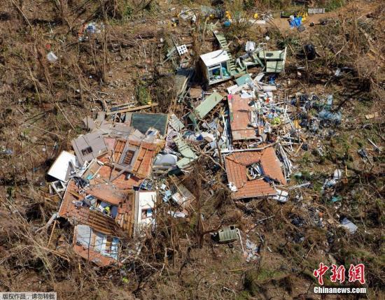 """资料图:近日,美属维尔京群岛遭飓风""""艾尔玛""""过境后,房屋被完全摧毁。"""