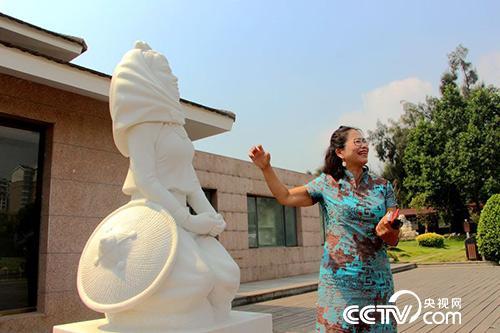 在惠安石雕基因中,烙着惠安女的缩影:坚毅、勤劳。出生于惠安的李亚华便是其中代表。(王甲铸 摄)