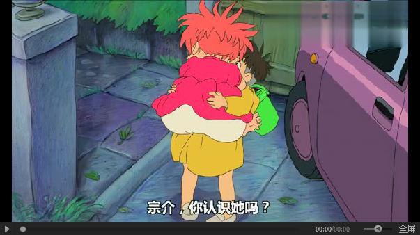 小女孩给小男孩的这个拥抱使出了她全身的力气吧,那些别离后的思念