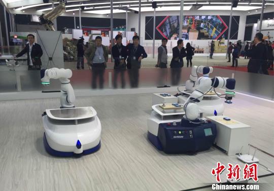 """机器人与AI""""相恋""""""""人与机器共存时代""""将来临?"""
