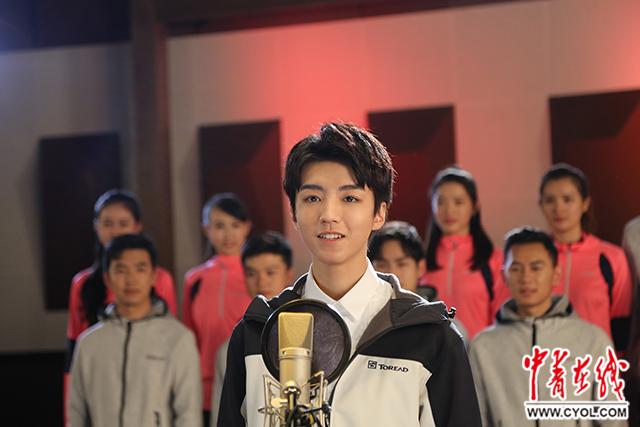 王俊凯关晓彤刘美麟等百所高校学生共唱《中国梦》