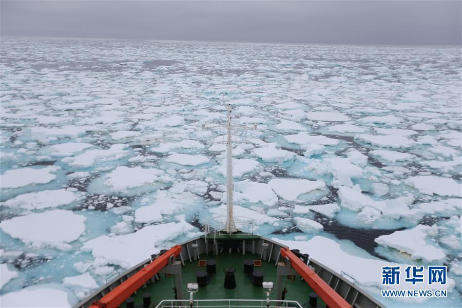 """(图文互动)(1)专访:在南极,最美的蓝冰可能通向死亡——中国南极科考队员讲述""""冰缝惊魂记"""""""